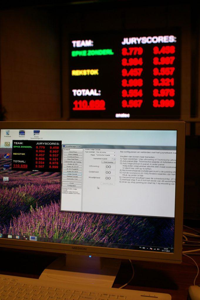jury scoresysteem met publicatie en scoresysteem op een desktop