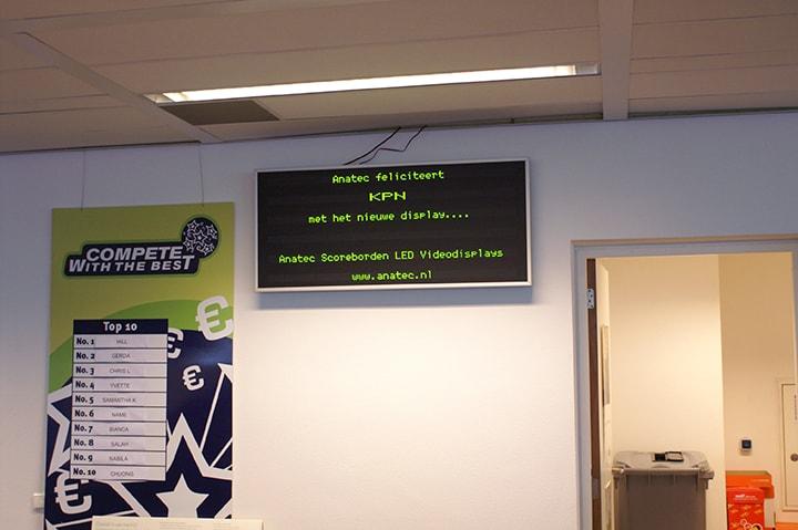 LED informatiedisplay op bank kantoor
