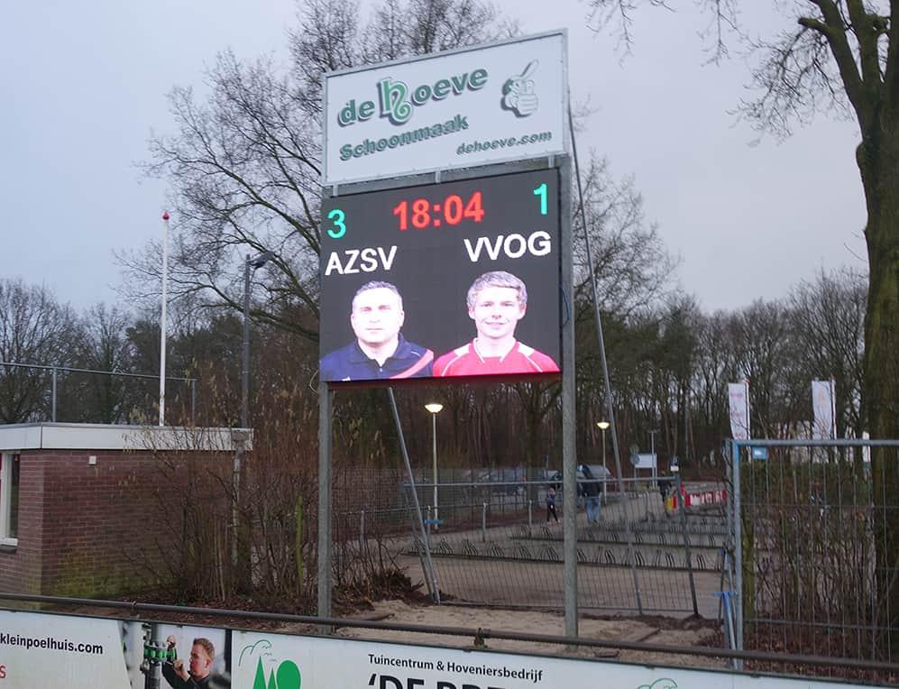outdoor led display tijdens een voetbalwedstrijd