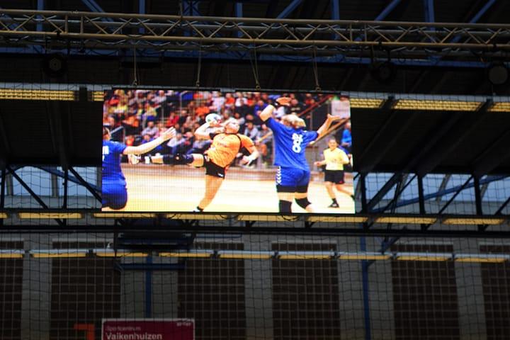 indoor led scherm met beelden handbal
